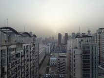 Salida del sol sobre construcciones de viviendas Tianjin, China Imagenes de archivo