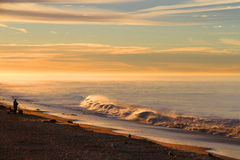 Salida del sol sobre costa californiana del océano Imágenes de archivo libres de regalías