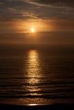 Salida del sol sobre el Atlántico Fotos de archivo libres de regalías