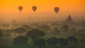Salida del sol sobre el Bagan viejo Fotografía de archivo libre de regalías