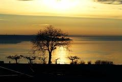 Salida del sol sobre el estrecho de Kerch Foto de archivo