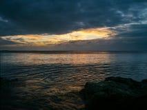 Salida del sol sobre el estuario de Humber, Inglaterra del este Foto de archivo libre de regalías