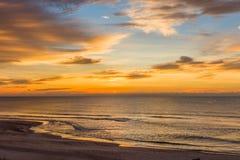 Salida del sol sobre el Golfo de México en St George Island Florida fotos de archivo libres de regalías