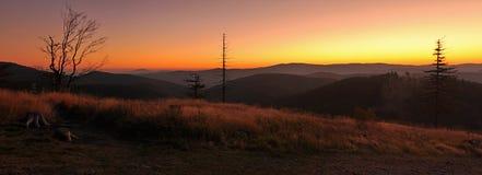 Salida del sol sobre el horizonte Fotografía de archivo libre de regalías