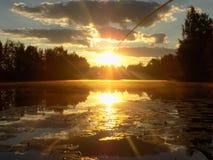 Salida del sol sobre el lago Fotografía de archivo libre de regalías