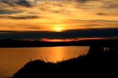 Salida del sol sobre el lago Baikal foto de archivo libre de regalías