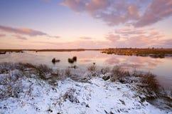 Salida del sol sobre el lago congelado imagen de archivo libre de regalías