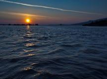 Salida del sol sobre el lago de la presa de Musov Foto de archivo libre de regalías
