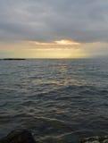 Salida del sol sobre el lago El paisaje montañoso Imagen de archivo libre de regalías