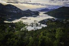Salida del sol sobre el lago skadar Fotos de archivo libres de regalías