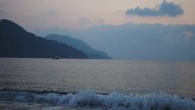 Salida del sol sobre el lapso de tiempo del mar y del cielo Turquía almacen de video