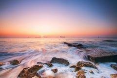 Salida del sol sobre el mar Imágenes de archivo libres de regalías