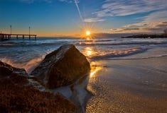 Salida del sol sobre el mar Foto de archivo libre de regalías