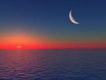 Salida del sol sobre el mar con la luna Fotos de archivo