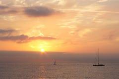 Salida del sol sobre el mar de Mediterranian, Antibes, Francia Fotografía de archivo