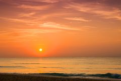 Salida del sol sobre el mar del Caribe Fotografía de archivo libre de regalías