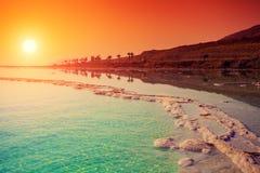 Salida del sol sobre el mar muerto Imagen de archivo