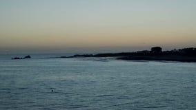 Salida del sol sobre el Océano Índico en Port Elizabeth almacen de video