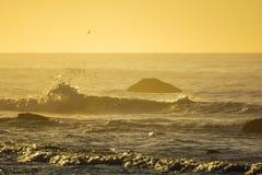 Salida del sol sobre el Océano Atlántico en Long Island, Nueva York Fotos de archivo