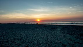 Salida del sol sobre el océano de la playa en la ciudad del océano, nuevo Jersery con Atlantic City en vídeo del lapso de tiempo  almacen de metraje de vídeo