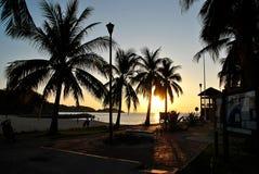 Salida del sol sobre el Océano Pacífico en Huatulco, México fotos de archivo libres de regalías