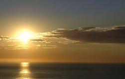 Salida del sol sobre el océano Fotografía de archivo libre de regalías