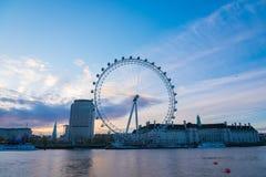 Salida del sol sobre el ojo de Londres Imágenes de archivo libres de regalías