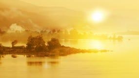Salida del sol sobre el río Fotografía de archivo