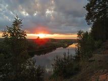 Salida del sol sobre el río de Berezina Imágenes de archivo libres de regalías
