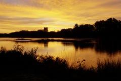 Salida del sol sobre el río de Maumee Fotos de archivo libres de regalías