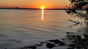 Salida del sol sobre el río indio Fotografía de archivo