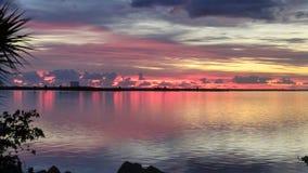 Salida del sol sobre el río indio Foto de archivo