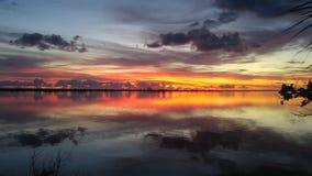 Salida del sol sobre el río indio Fotos de archivo