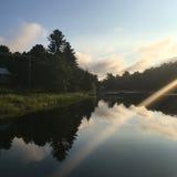 Salida del sol sobre el río perdido Fotos de archivo libres de regalías