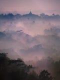 Salida del sol sobre el templo Indonesia de Borobudur Fotos de archivo libres de regalías