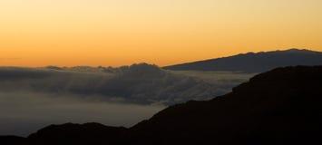 Salida del sol sobre el volcán Fotos de archivo libres de regalías