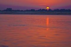 Salida del sol sobre Ganges Foto de archivo libre de regalías