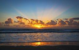Salida del sol sobre Gold Coast, Australia Foto de archivo libre de regalías