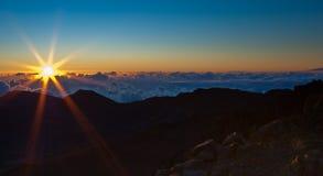 Salida del sol sobre Haleakala Foto de archivo