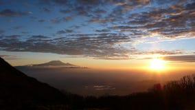Salida del sol sobre Kilimanjaro fotografía de archivo libre de regalías