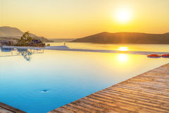 Salida del sol sobre la bahía de Mirabello en Creta Imágenes de archivo libres de regalías