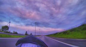 Salida del sol sobre la carretera Foto de archivo
