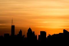 Salida del sol sobre la ciudad Fotografía de archivo libre de regalías