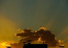 Salida del sol sobre la ciudad Imagen de archivo