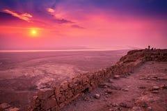 Salida del sol sobre la fortaleza de Masada Imágenes de archivo libres de regalías