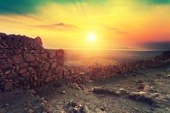 Salida del sol sobre la fortaleza de Masada Foto de archivo