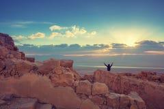 Salida del sol sobre la fortaleza de Masada fotos de archivo libres de regalías
