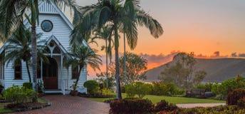 Salida del sol sobre la iglesia tropical Foto de archivo libre de regalías
