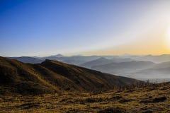 Salida del sol sobre la montaña Fotos de archivo libres de regalías