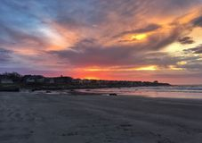 Salida del sol sobre la playa Imágenes de archivo libres de regalías